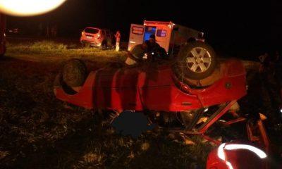 Carro que capotou estava ocupado por oito pessoas (Foto: Divulgação)