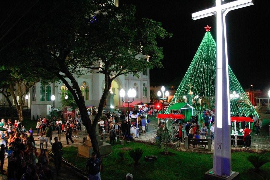 Chegada do Papai Noel na Praça da Catedral marca Natal Iluminado em Assis (Foto: Ivan Mello)