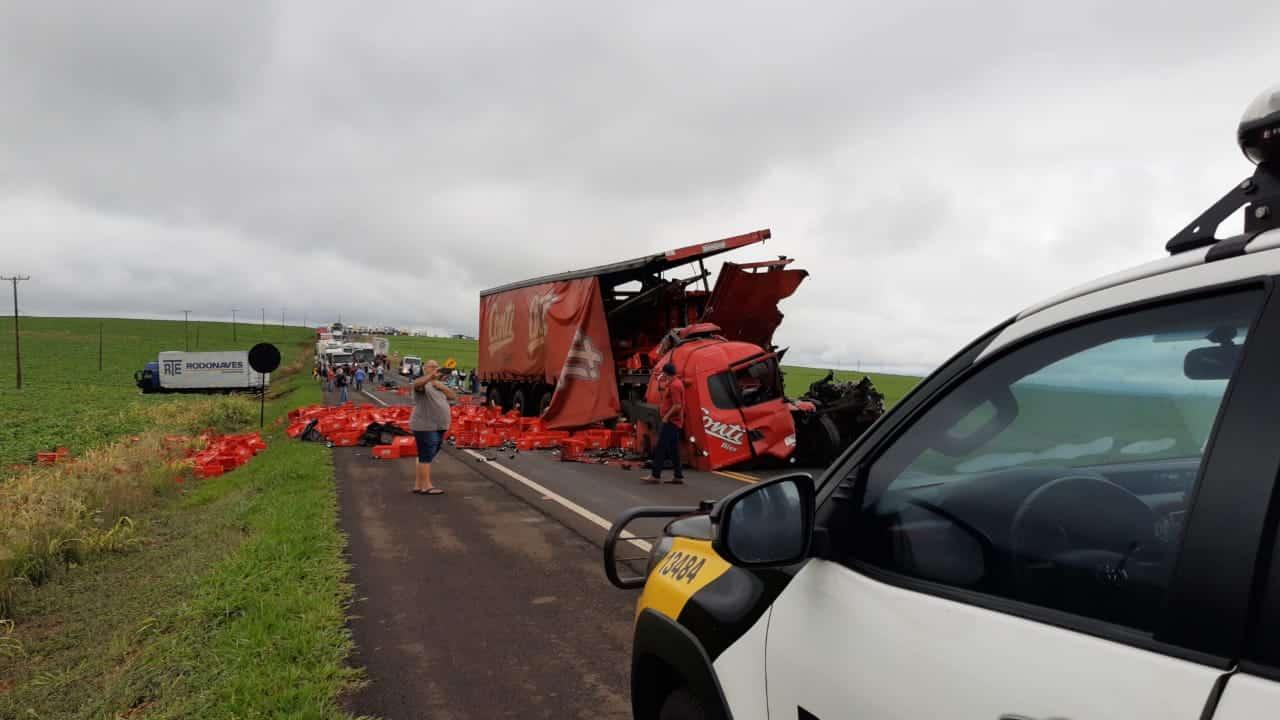 Acidente envolvendo caminhão da Conti mata duas pessoas na PR-323