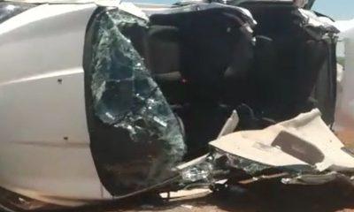 Carro capotou após motorista perder o controle na rodovia em Pedrinhas Paulista — Foto: Arquivo pessoal