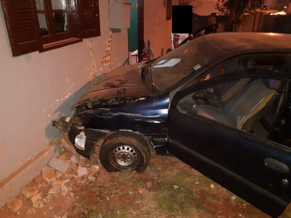 Acidente aconteceu por volta das 19h na Rua Chavantes, no centro de Tupã - Foto: Tupaense Notícias/Divulgação