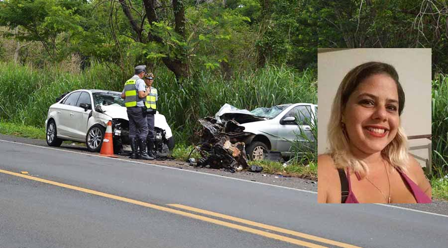 Marcelli Penteado Piva, de 30 anos, conduzia a motocicleta. Com o impacto da colisão, ela morreu no local (Foto: Manoel Moreno)