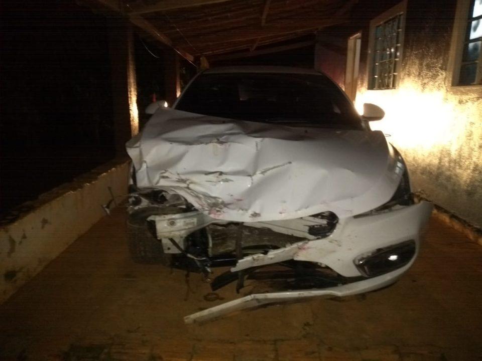 Carro foi localizado porque a placa caiu, o condutor fugiu (Foto: Divulgação)