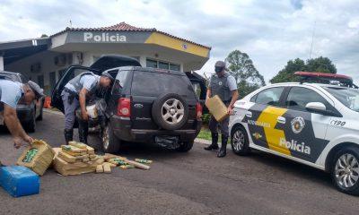 Polícia Rodoviária apreende tabletes de maconha em porta-malas de carro na Raposo Tavares em Assis — Foto: Polícia Rodoviária/Divulgação
