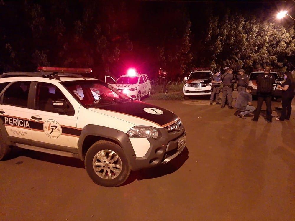 Policiais civis e militares fizeram buscas após suspeito indicar local onde corpo estava — Foto: Adolfo Lima/TV TEM