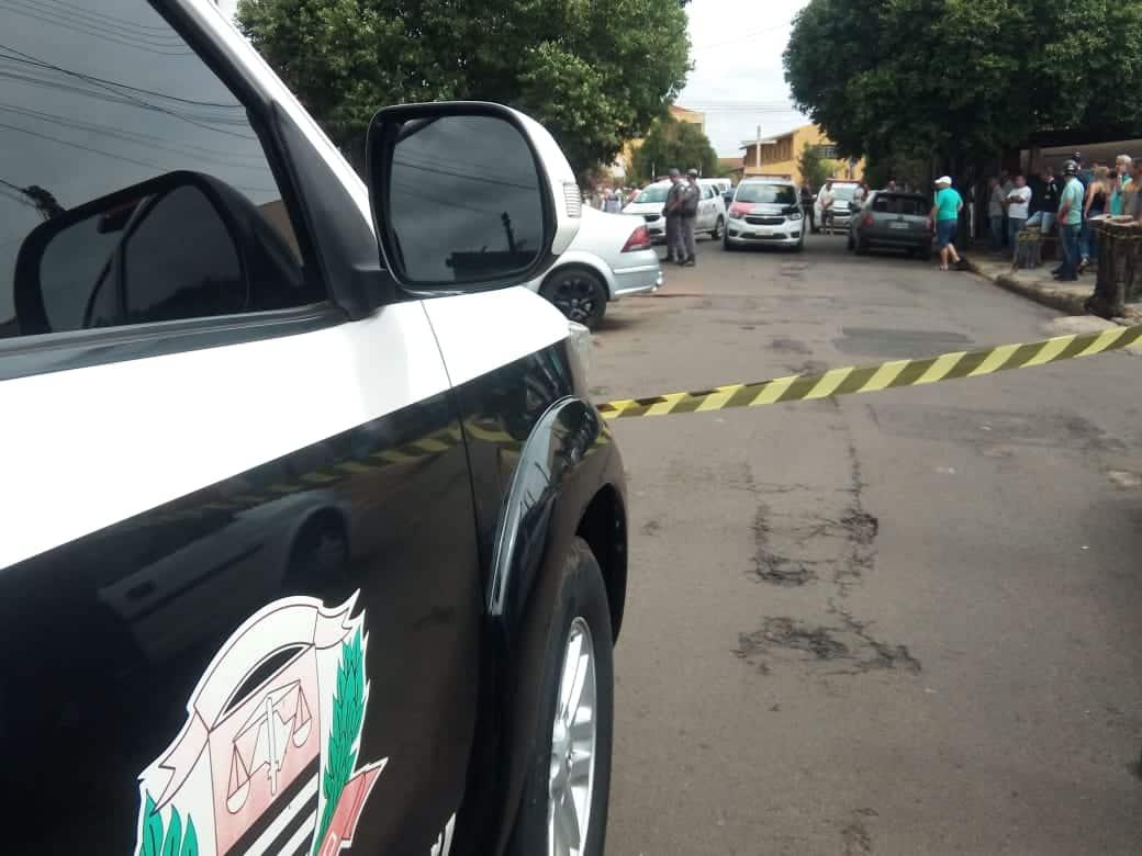 Homem é executado a tiros e facada na Vila Glória em Assis (Foto: AssisNews)