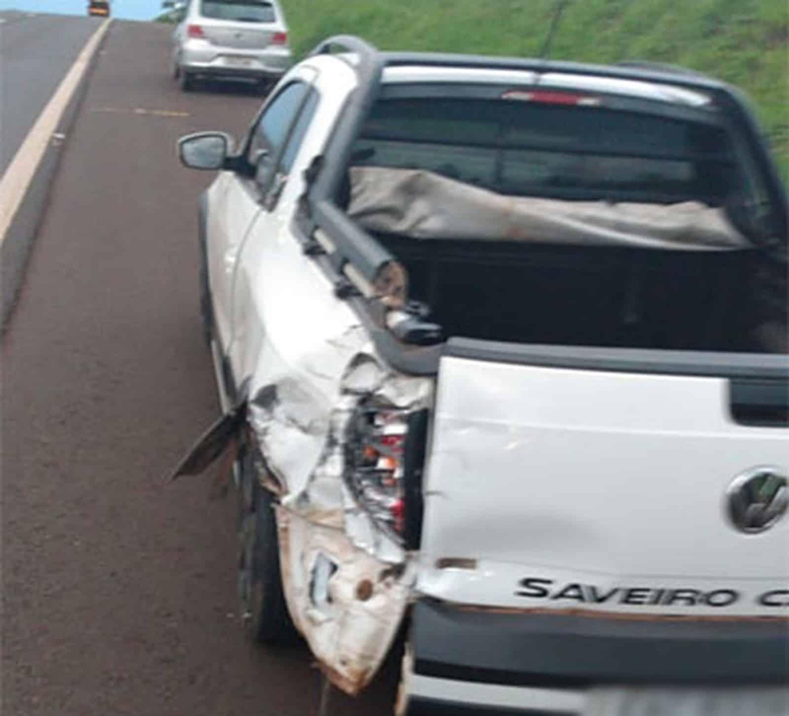 Segundo a polícia, homem foi levado para a UPA de Assis; ocupantes do carro não se feriram — Foto: Divulgação