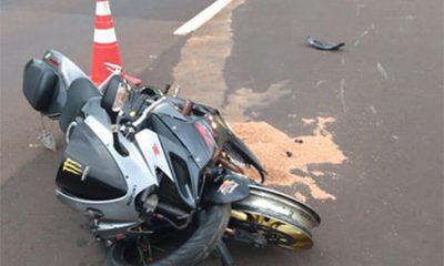 Motociclista é arremessado ao bater na traseira de carro em rodovia de Maracaí — Foto: Divulgação