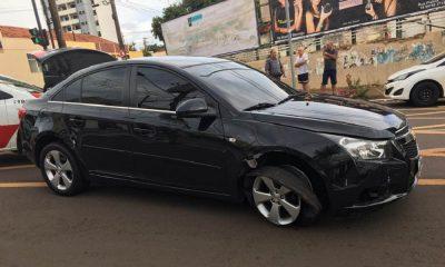 Carro furtado em Palmital é recuperado pela PM depois de perseguição em Assis (Foto: Reprodução/Jornal da Comarca)