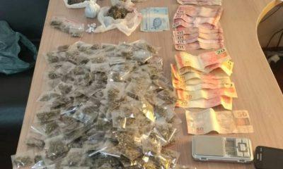 Polícia apreende quase 400 porções de droga em comércio após receber denúncia por WhatsApp — Foto: Polícia Militar/Divulgação
