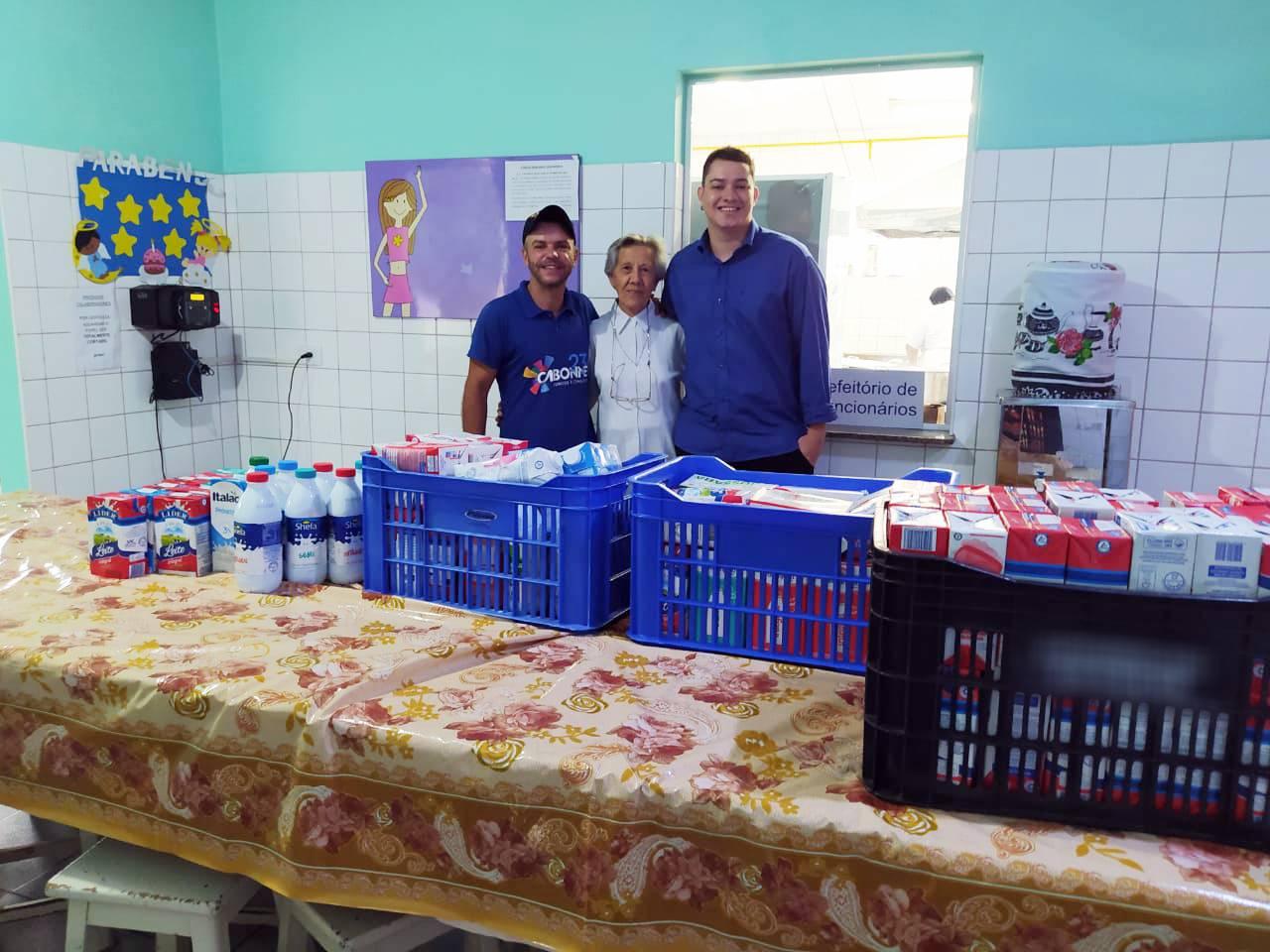 Cabonnet arrecada e doa leite para Casa das Crianças (Foto: Divulgação/Cabonnet)