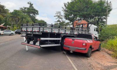 Motorista de caminhonete é socorrido após acidente com dois caminhões em vicinal entre Tupã e Quatá — Foto: Arquivo pessoal/João Trentini