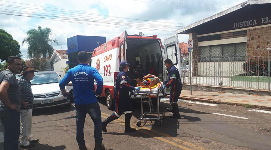 A vítima foi encaminhada pelo Samu ao Pronto-Socorro (Foto: Manoel Moreno)