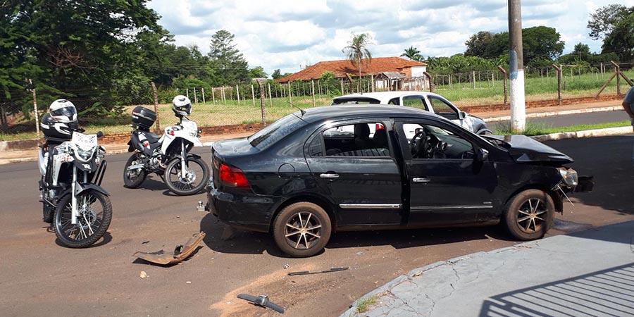 Vítima estava em um WV/Voyage, que foi colidido no cruzamento da Avenida Galdino com a Rua Arthur Ebel (Foto: Manoel Moreno)