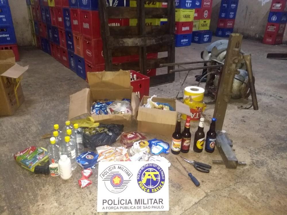 Trio foi preso em flagrante em um barracão na Vila São Luiz, em Ourinhos — Foto: Polícia Militar/Divulgação