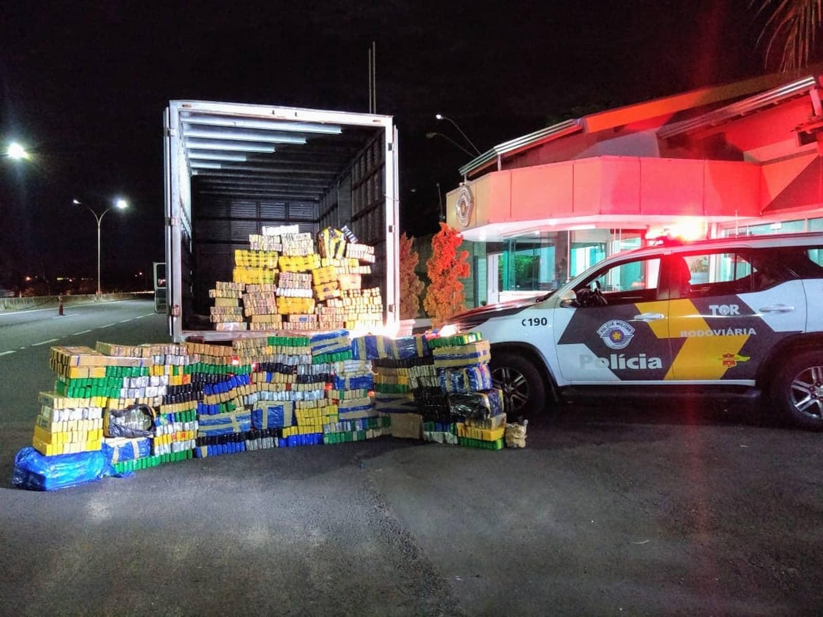 Polícia Rodoviária apreende mais de uma tonelada de maconha dentro de caminhão em Garça — Foto: Polícia Rodoviária/Divulgação