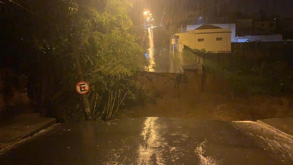 Prefeito decreta estado de calamidade após tempestade desabrigar famílias e alagar ruas em Botucatu — Foto: Arquivo pessoal