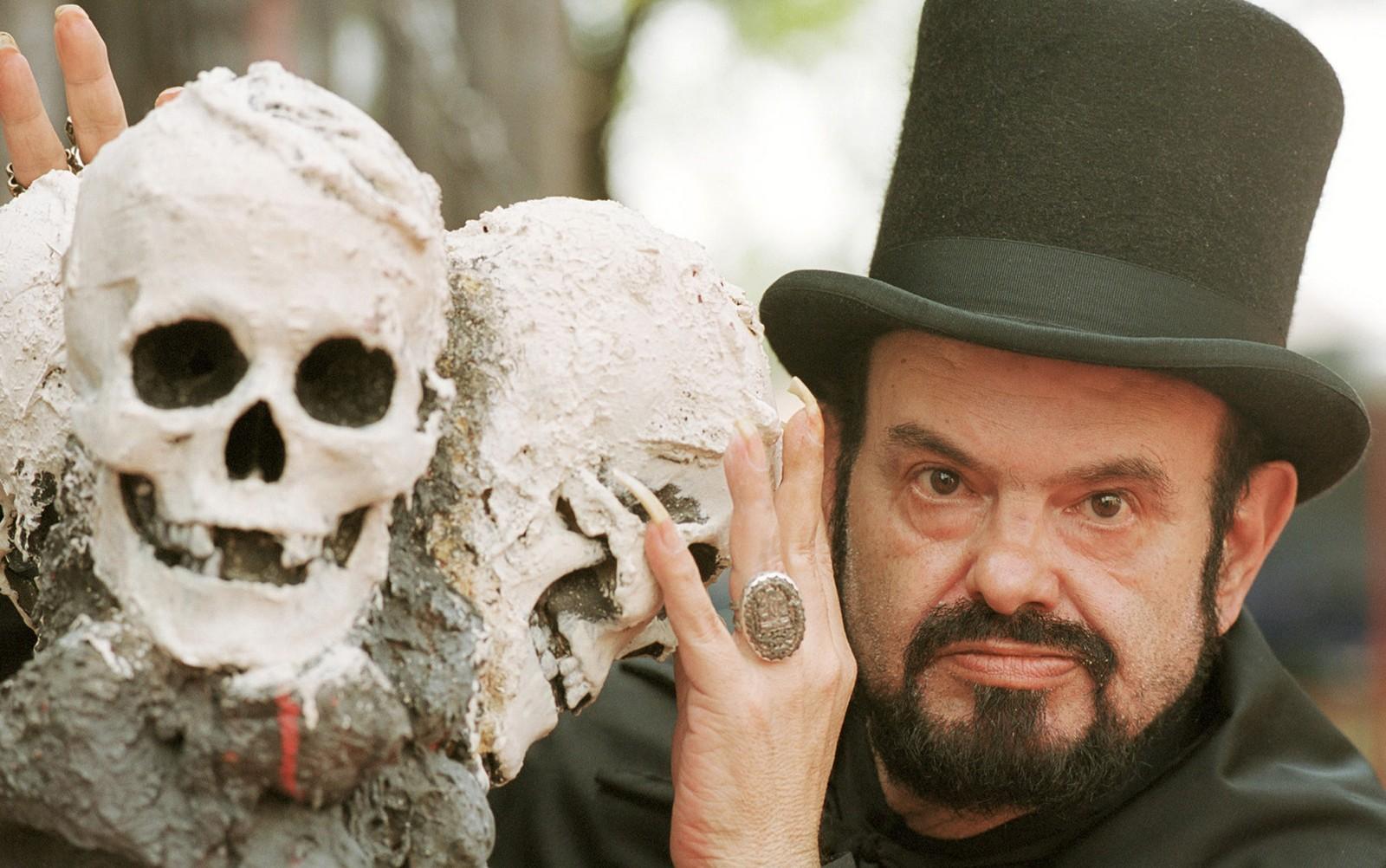 O cineasta e ator José Mojica Marins, conhecido como Zé do Caixão em fotografia feita em 2001 — Foto: Agliberto Lima/Estadão Conteúdo
