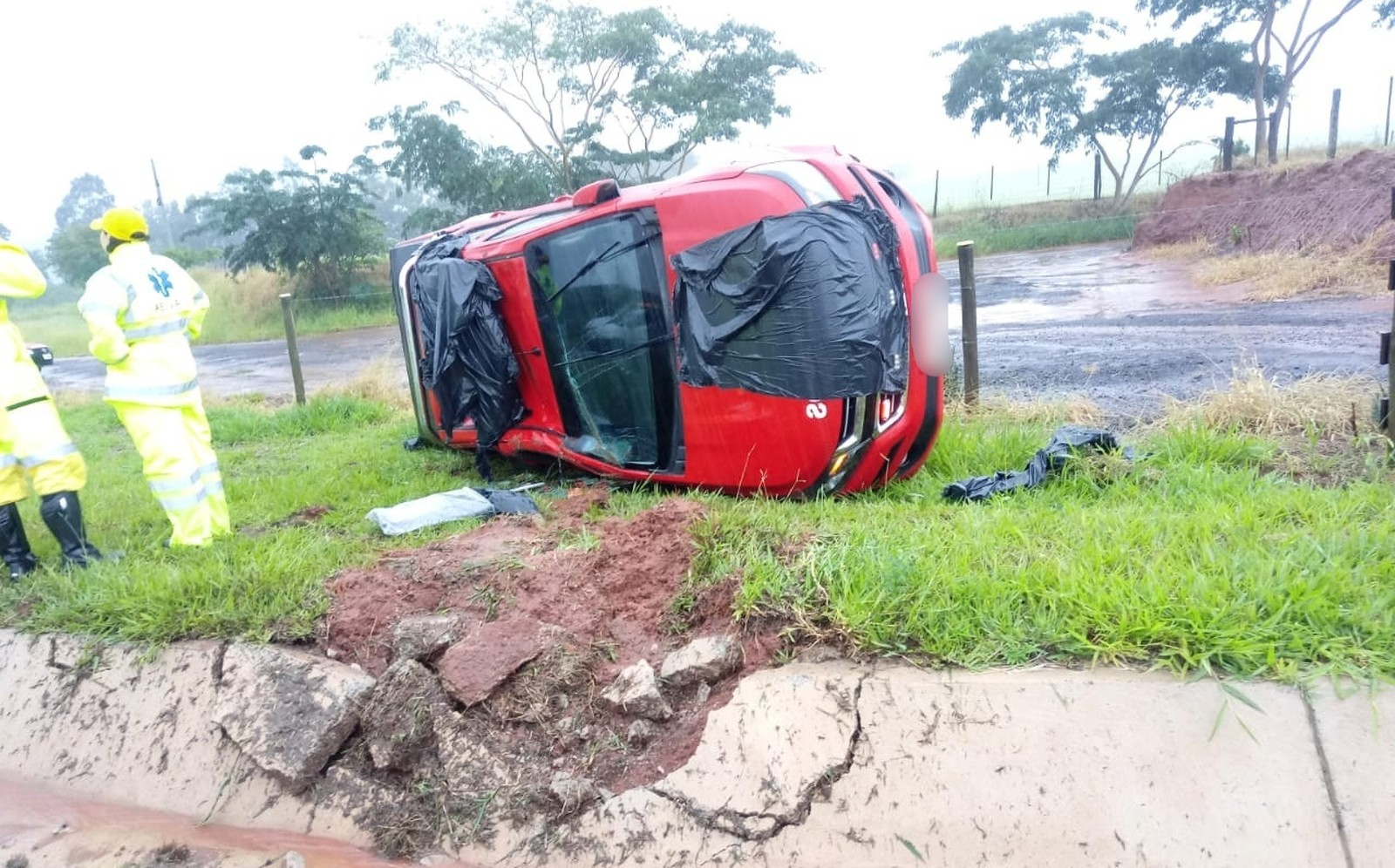 Acidente aconteceu na manhã desta sexta-feira (21) na Rodovia Rachid Rayes em Marília — Foto: Jornal do Povo/Divulgação