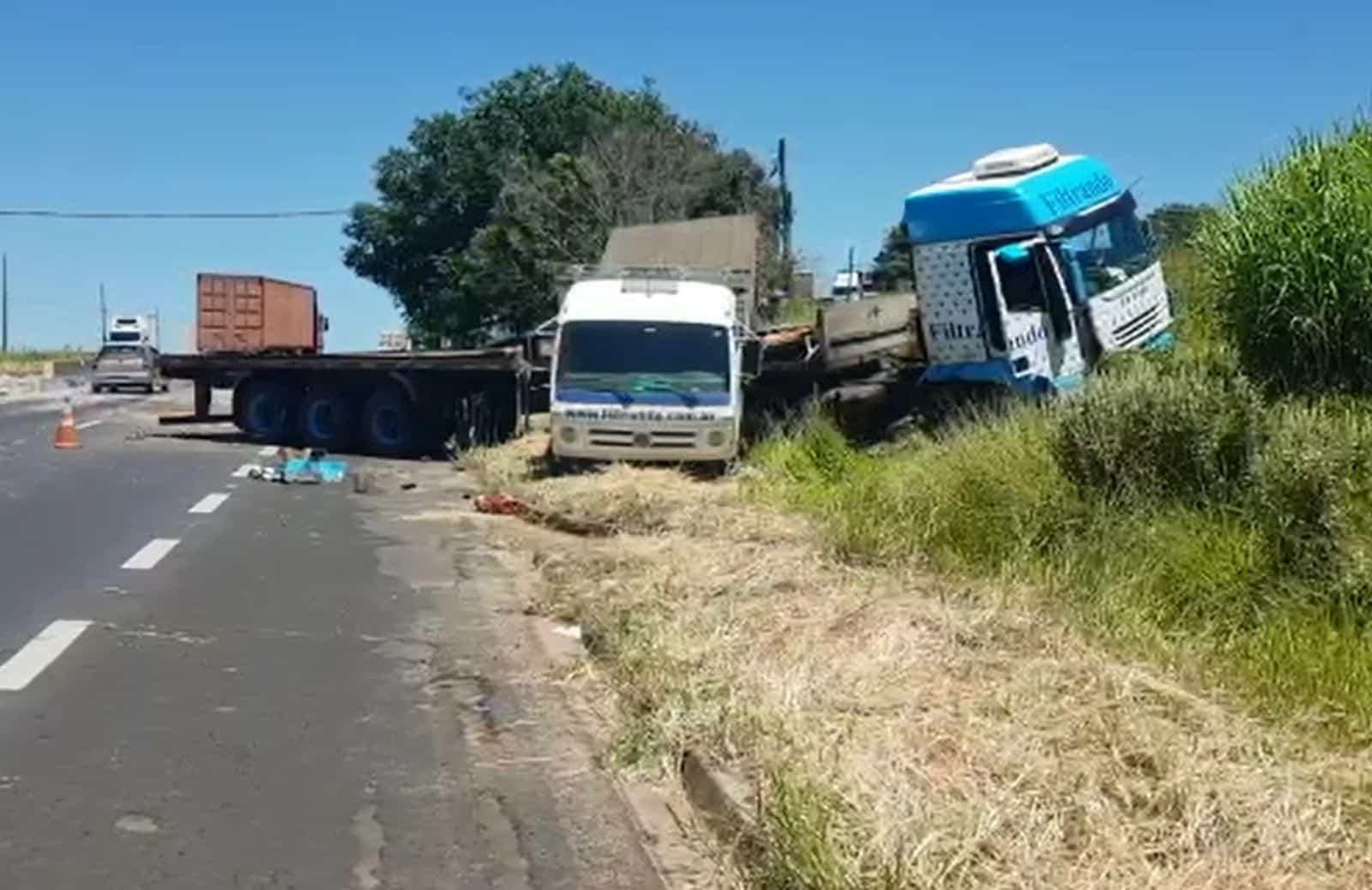 Guincho que transportava caminhão invade pista contrária em rodovia de Marília — Foto: Alcyr Netto/TV TEM