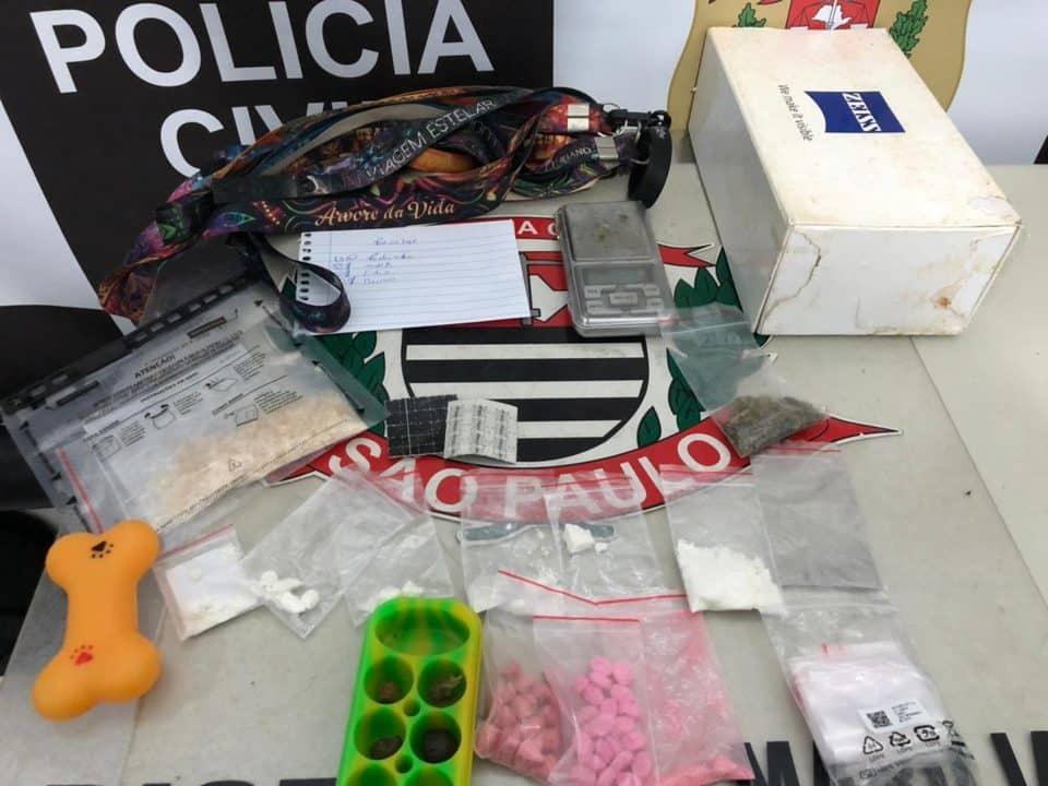 Drogas foram apreendidas pela polícia (Foto: Divulgação)