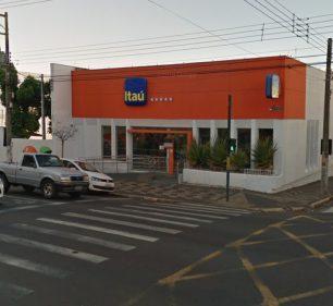 Após casos suspeitos de coronavírus, agência do Banco Itaú em Assis é fechada (Foto: Street View)