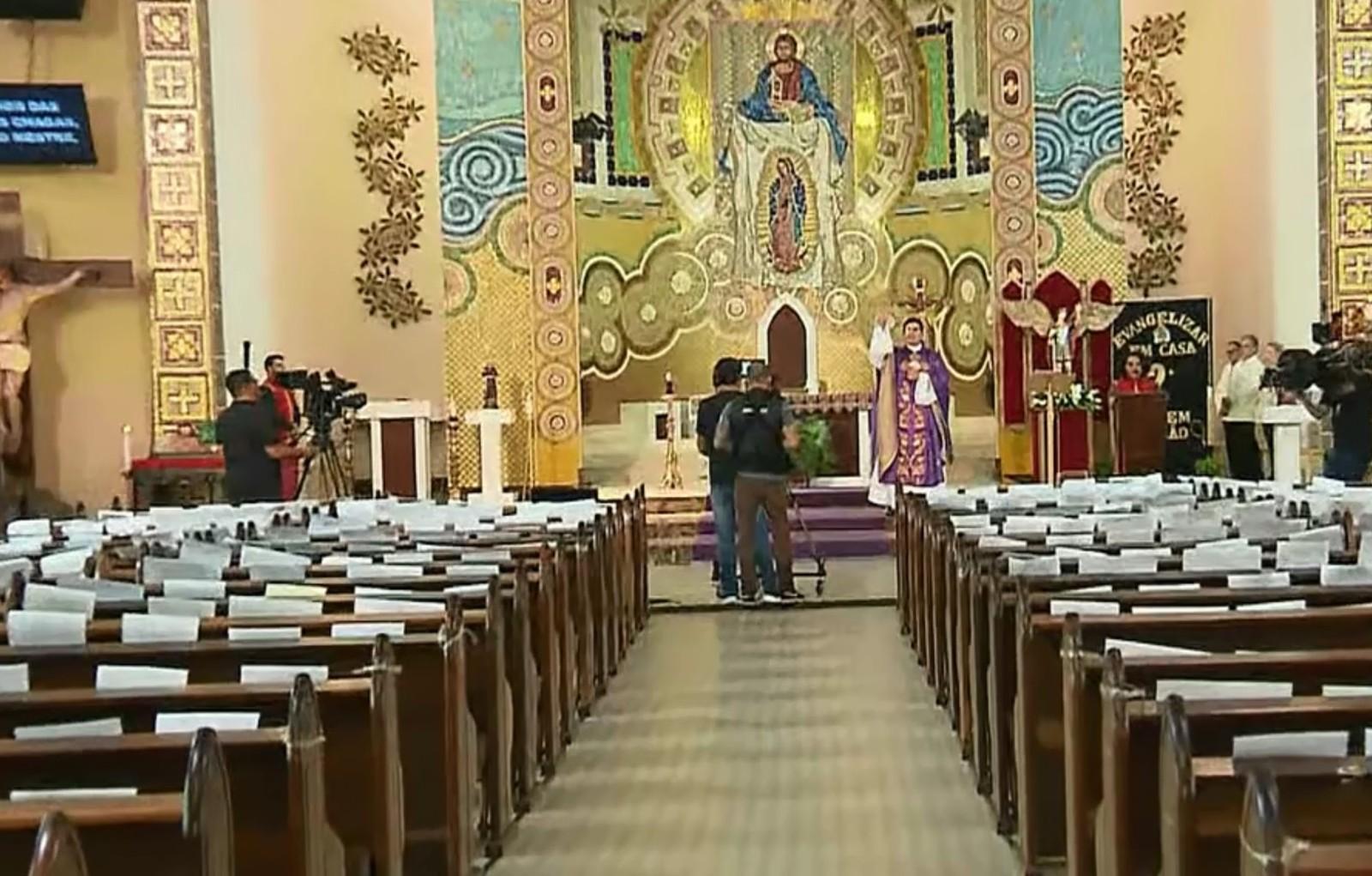 Recomendação da Arquidiocese de Curitiba é que missas sejam transmitidas pela internet — Foto: Reprodução/RPC