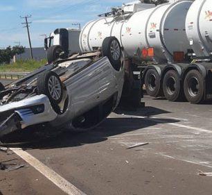 Motorista fica ferido ao capotar carro na Rodovia Miguel Jubran em Assis — Foto: Divulgação