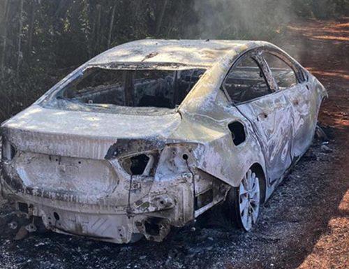 Criminosos atearam fogo no veículo da vítima