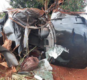 Carro ficou destruído após capotar várias vezes — Foto: Arquivo pessoal