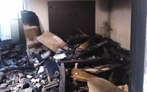 Incêndio atingiu a casa na Vila Ribeiro em Lins e matou bebê de 8 meses (Foto: J. Serafim / Divulgação)