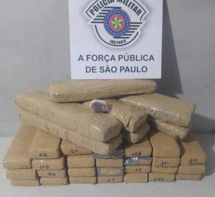 Grupo é detido ao ser flagrado com quase 30 kg de maconha em Assis — Foto: Polícia Militar/Divulgação