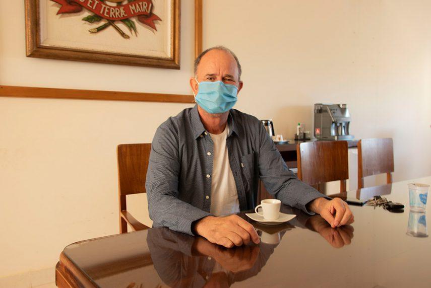 Prefeito José Fernandes está curado e retoma atividades (Foto: Departamento de Comunicação)