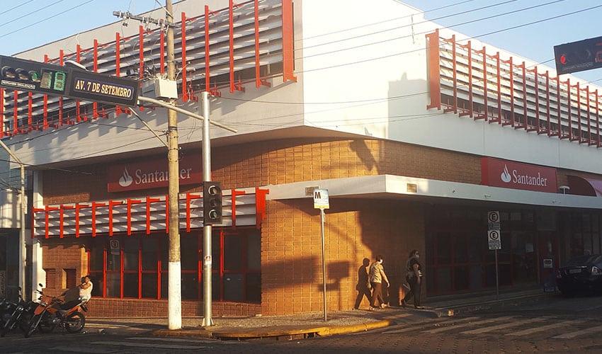 Santander é fechado após funcionário testar positivo para Covid-19 em Paraguaçu Paulista (Foto: i7 Notícias)