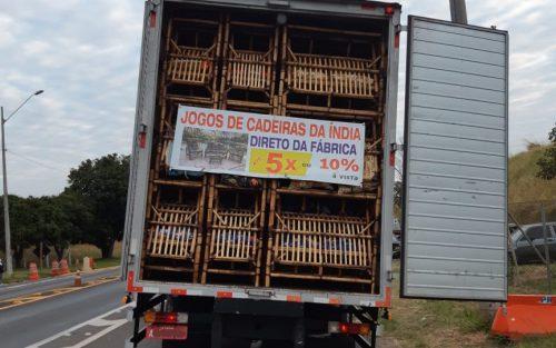 Caminhão transportava cigarros contrabandeados (Foto: Divulgação)