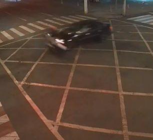 Motociclista morreu após sofrer acidente em cruzamento de Ourinhos — Foto: Câmeras de segurança/Reprodução