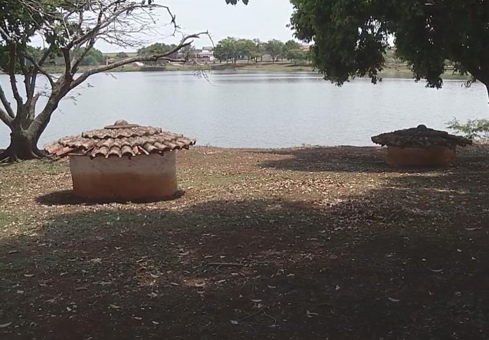 Lago está parcialmente interditado por conta das capivaras em Ipaussu — Foto: Reprodução/TV TEM