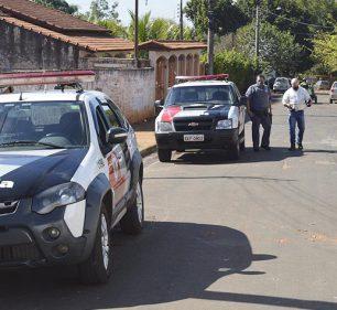 Policiais foram até o local após serem acionados pela vítima (Foto: Manoel Moreno)