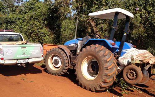 Máquinas furtadas estavam escondidas em área de preservação ambiental — Foto: Polícia Ambiental/Divulgação