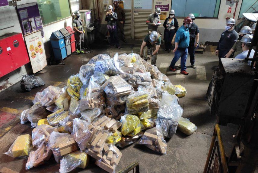 Duas toneladas de droga foram incineradas em Tarumã — Foto: Polícia Civil / Divulgação