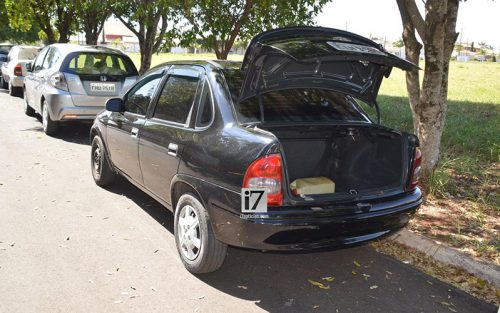 Mulher é sequestrada e encontrada pela PM trancada no porta-malas do carro em Paraguaçu (Foto: Manoel Moreno/i7 Notícias)