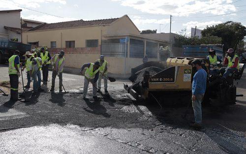Rua Ângelo Bertoncini recebe melhorias asfálticas (Foto: Departamento de Comunicação)