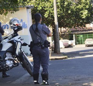 Local próximo onde a vítima foi atingida por um disparo de arma de fogo (Foto: Reprodução/i7 Notícias)