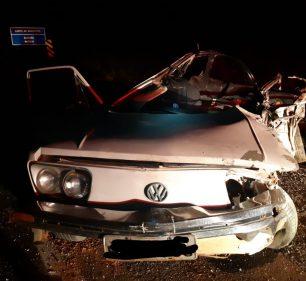 Carro bate de frente com caminhão e mata motorista na BR-153 em Marília — Foto: Polícia Rodoviária Federal/Divulgação