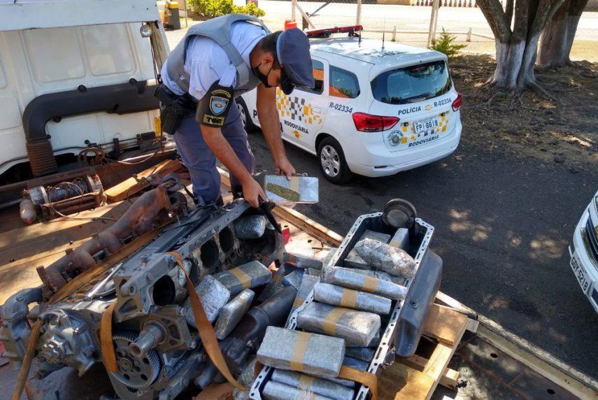 Maconha estava escondida dentro do bloco de em motor — Foto: Polícia Rodoviária/Divulfgação