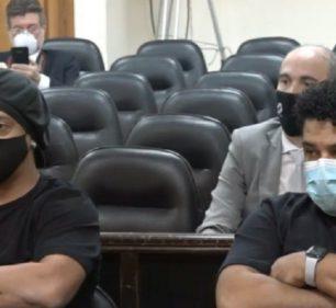 Ronaldinho e Assis pagaram multa e agora estão agora em liberdade condicional (Foto: Reprodução/Tv Justicia Paraguay)