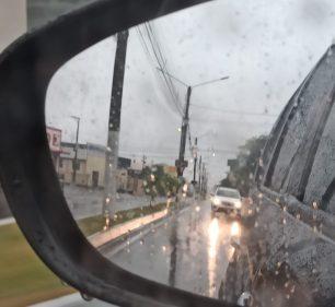 Quinta-feira amanhece sob chuva, mas calor continua em Assis (Foto: AssisNews)