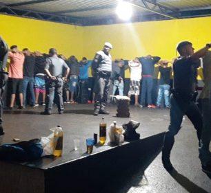 PM encerra baile funk clandestino em chácara de Ourinhos — Foto: Polícia Militar/Divulgação