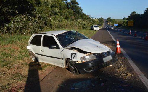 Paraguaçuense seguia em um VW/Gol, que capotou diversas vezes (Foto: Manoel Moreno)