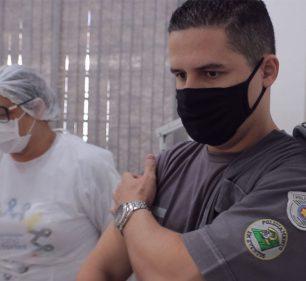 Profissionais da segurança pública de Assis são vacinados contra COVID-19 (Foto: Departamento de Comunicação)